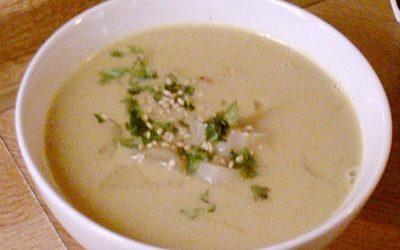 Spargel-Currysuppe mit Shrimps