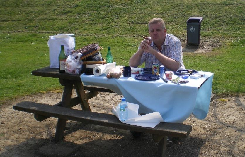 Picknick mit Zigarre ist auch nicht schlecht!